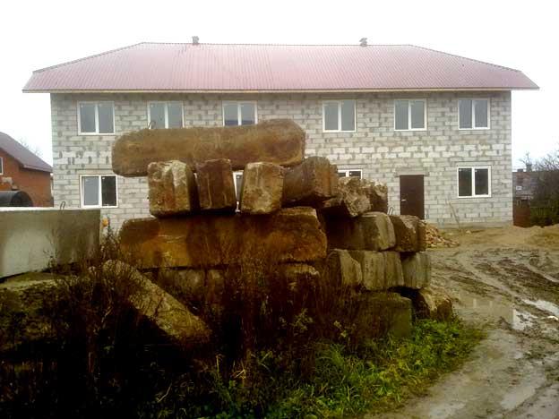старые фундаментные блоки