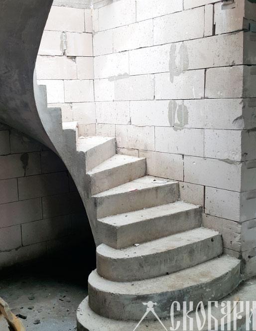 плохая кладка газобетона, но лестница